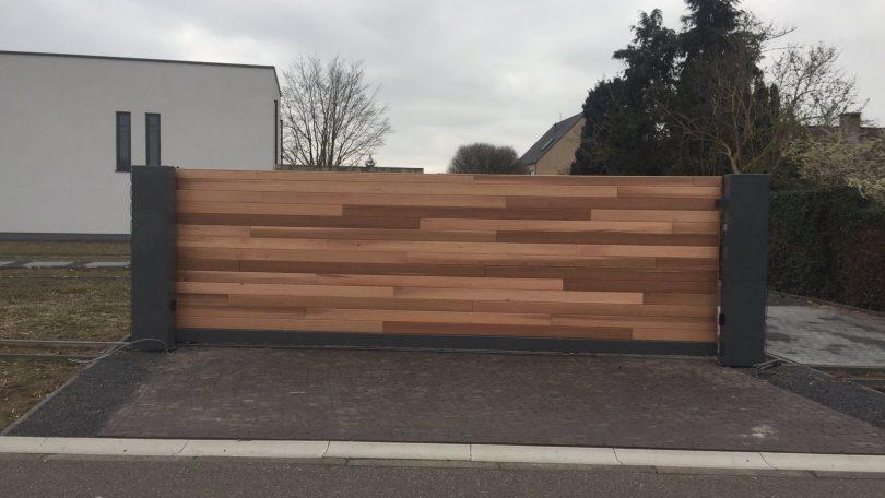 schuifpoort met hout bekleed uit het gamma Woodlooks